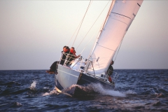 Cafe30 - cruising sailboat - front sailing