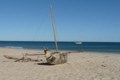 Nofy Be - traditional gaffed rig schooner - beach