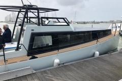 Turbocraft-Silverfin-pocket-explorer-yacht-alongside